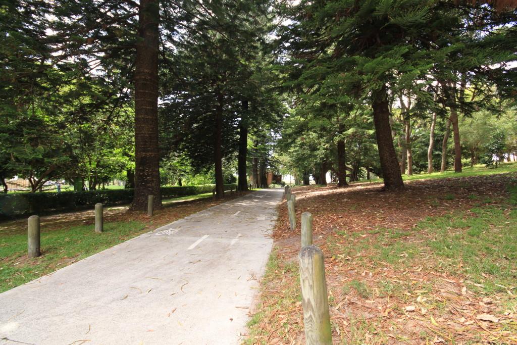 Path to Margaret Whitlam Recreation Centre - Waverley Park